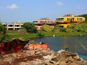 abandoned-sanzhi-ufo-houses-taiwan.jpg.rend.tccom.1280.960